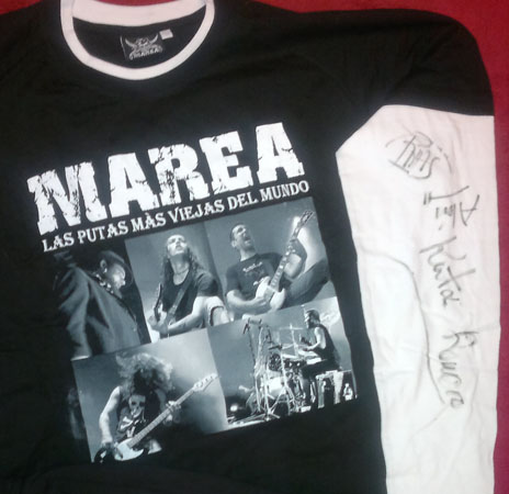 Kamiseta bat Marea rock taldeak sinatuta