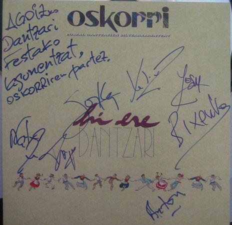 CD bat Oskorri folk musika taldeak sinatuta