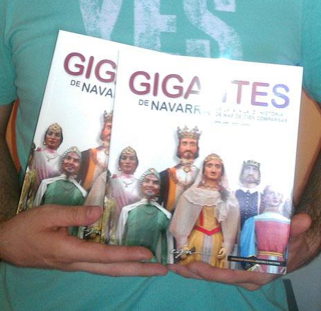 Gigantes de Navarra liburua Unai Lakok sinatuta